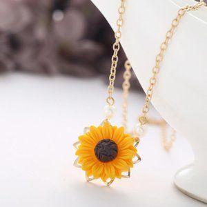 Jewelry - Sunflower Necklace, NWOT